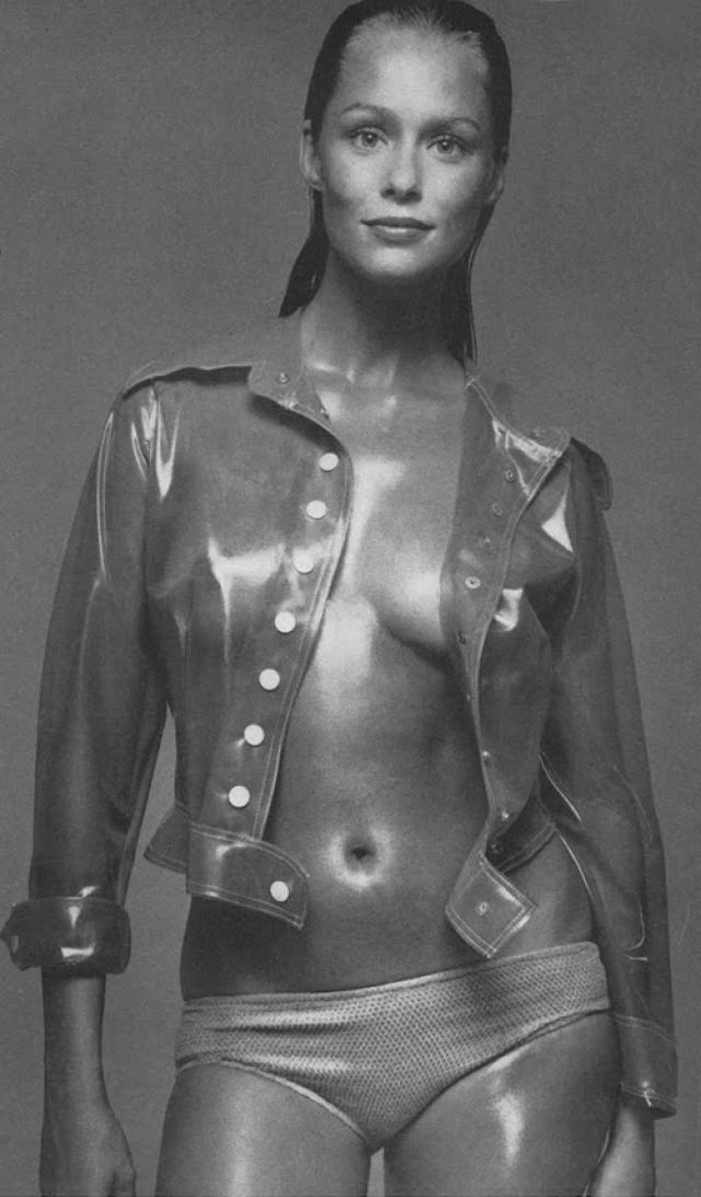 Хаттон снималась не переставая, сделала рекордное число обложек Vogue: 27 раз она появилась на обложке американского издания и еще на 14 международных, а также сделала модной щербинку между зубами.