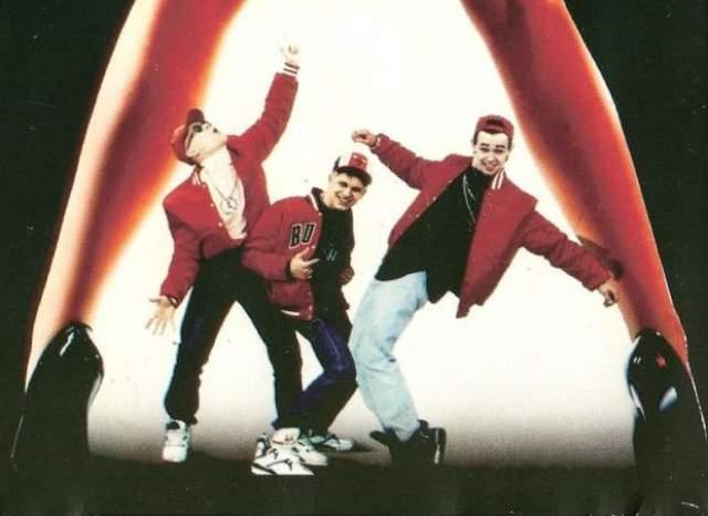 """""""Мальчишник"""". Хип-хоп трио было основано в 1991 году продюсером Алексеем Адамовым. Воспетые подробности интимной жизни под ритмы северо-американского рэпа стали залогом успеха коллектива."""