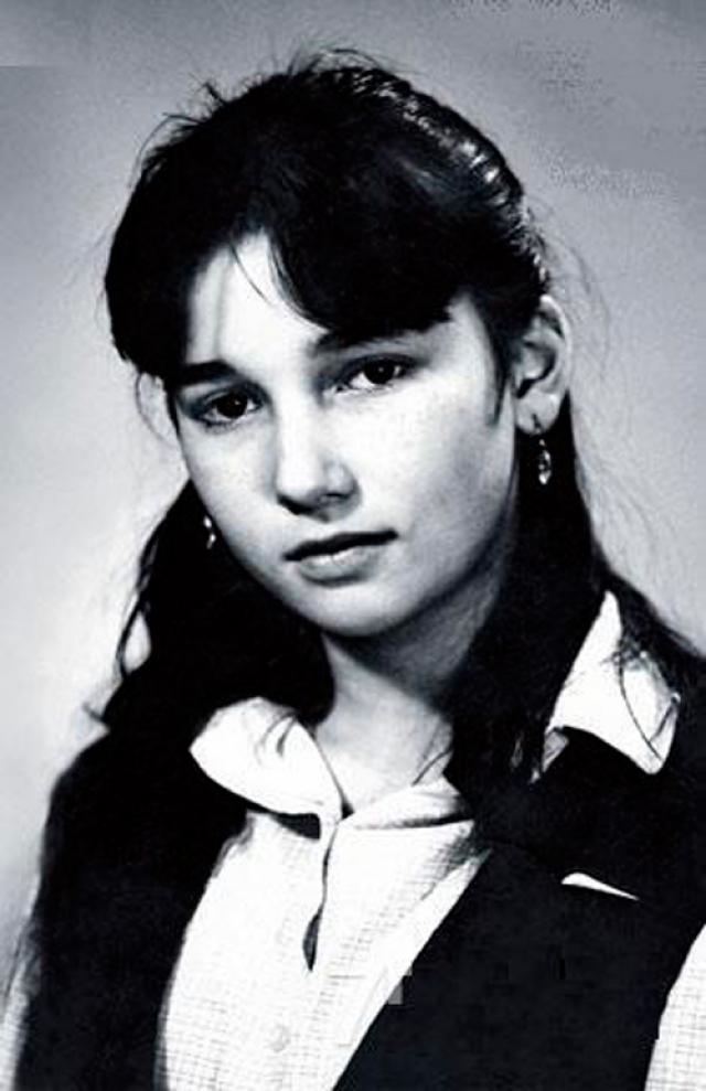 Анфиса Чехова. Вряд ли кто-то смог бы узнать в юной девушке будущую сексапильную телеведущую.