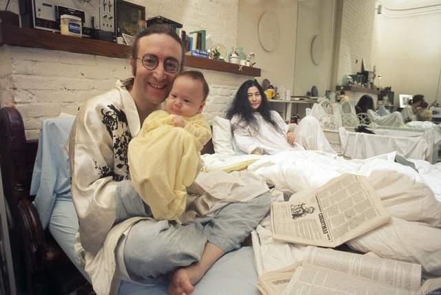 В 1975 году Йоко решила, что они готовы снова быть вместе, и в том же году у них родился сын Шон. Леннон решил притормозить карьеру, посвятив себя семье. Его пластинка вышла в 1980 году, а предыдущая - в 1971-м.