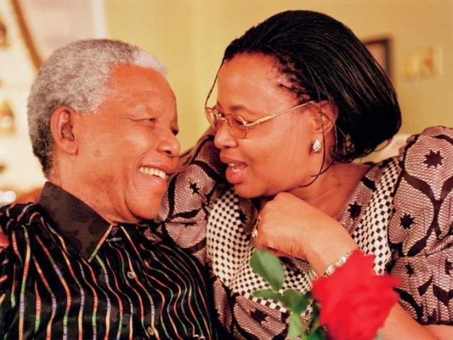 Граса через два года прибыли в Кейптаун для получения степени почетного доктора наук. А спустя год Мандела стал попечителем детей Саморы Машела и Грасы.