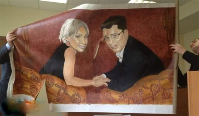 Пара, в частности, долго не могла решить, кому достанется мебель, машина и картина стоимостью 1,5 млн рублей художника Александра Шилова, на которой изображены они сами.