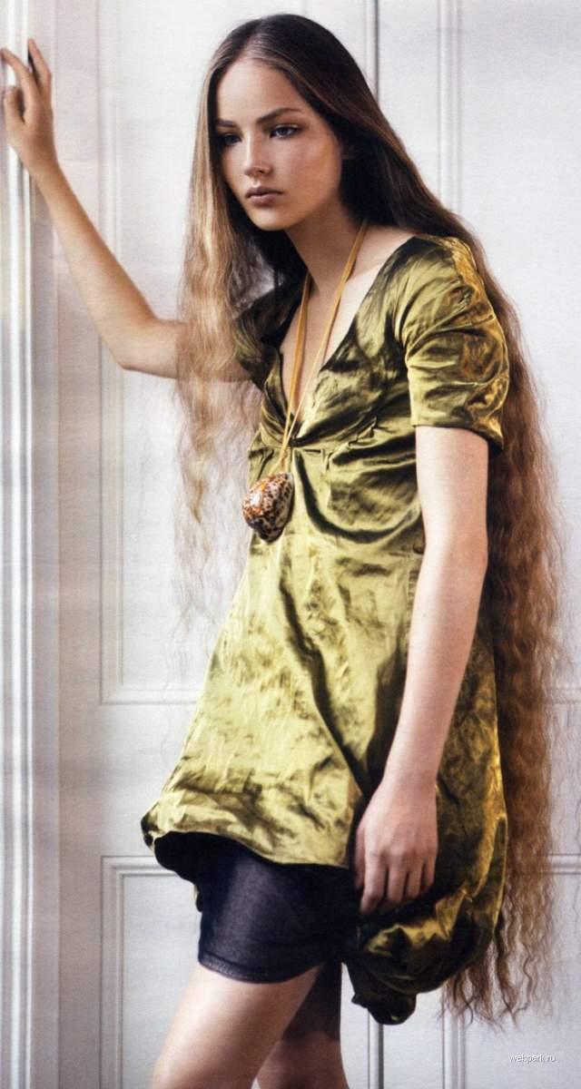 """Руслана была открытием Недели моды в Нью-Йорке в 2005 году, а за свои прекрасные волосы, которые она не стригла с 15 лет, получила прозвище """"русская Рапунцель""""."""