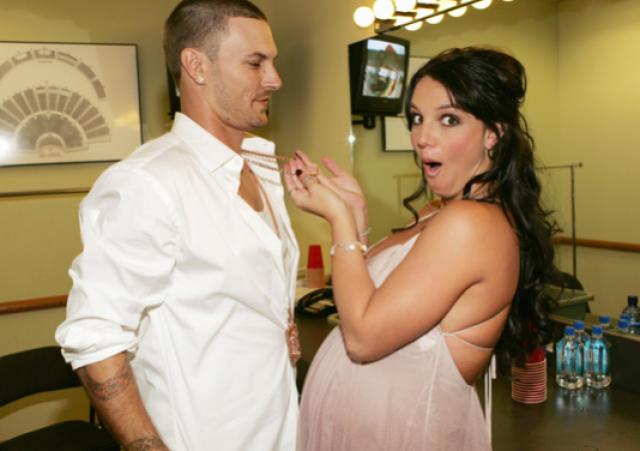 Их отношения могли увидеть все желающие, поскольку их транслировали в рамках реалити-шоу Britney & Kevin: Chaotic. В этом браке у поп-звезды родились двое сыновей, ради которых она временно приостановила карьеру в шоу-бизнесе.