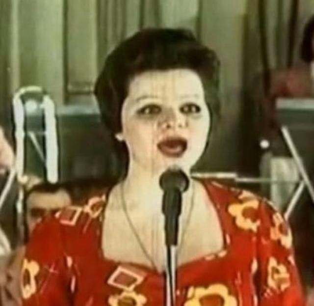"""Музыкальная карьера певицы началась в 1971 в эстрадном оркестре """"Мы одесситы""""."""