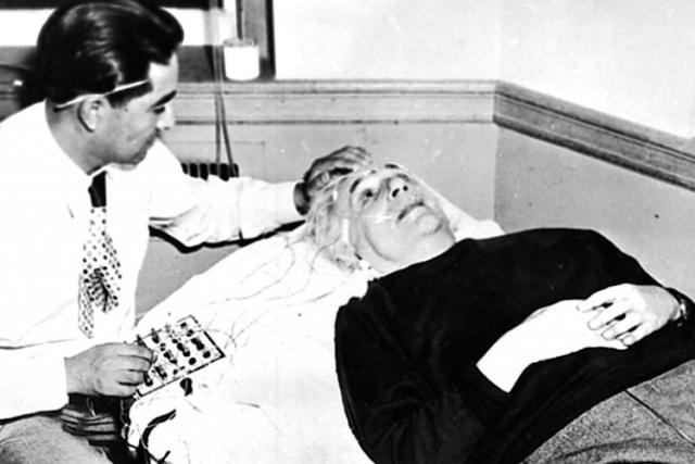 До того как умереть во сне, Эйнштейн произнес последние свои слова медсестре на немецком языке, которым та не владела. Таким образом, эти слова оказались навсегда потеряны для потомков.