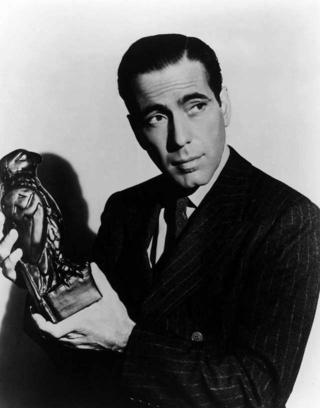 Главный киномужчина США должен был по праву рождения стать врачом: его отец был знаменитым хирургом. Но он распорядился своей судьбой иначе, решив стать актером.