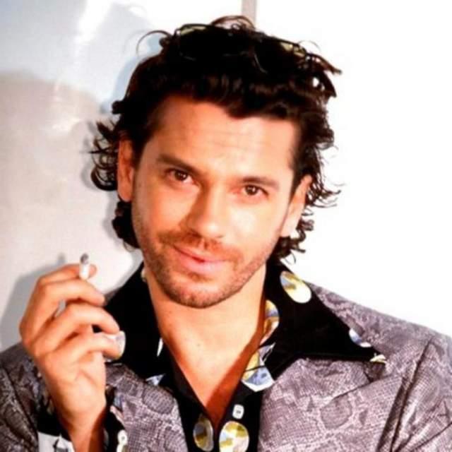 Майкл покончил с собой 22 ноября 1997 года в пригороде Сиднея, куда приехал во время своего мирового турне. Пресса также предполагала, что Хатченс мог проводить над собой некие сексуальные эксперименты, в том числе - самоудушение.