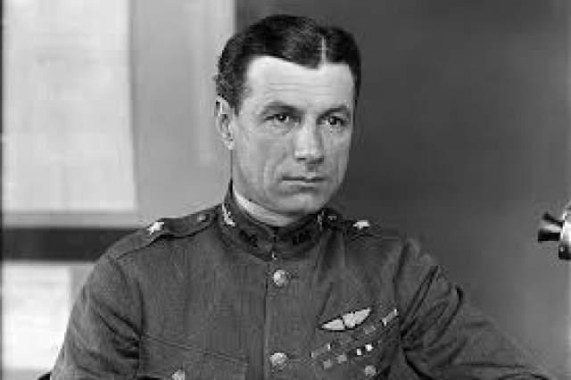 Атака на Перл-харбор. Сражение предсказал военнослужащий армии США, генерал Билли Митчелл. Он был известен благодаря своей успешной летной программе во время Первой Мировой войны против Германии.