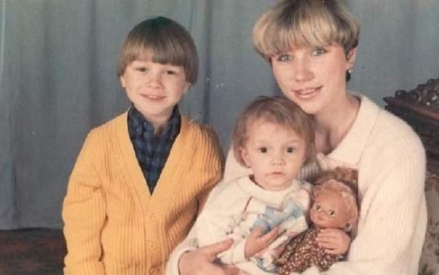 Роза Сябитова с детьми.
