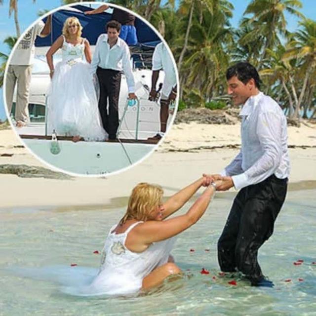 За кадры со свадьбы Анны-Николь Смит и Говарда Стерна издания выложили миллион долларов.