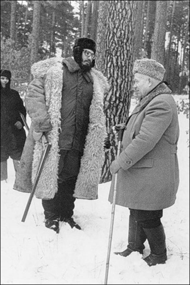 13 января 1964 года Кастро совершил второй официальный визит в СССР. На этот раз его пригласили уже на загонную охоту. Прямо перед приездом гостей температура опустилась до минус 20°С.
