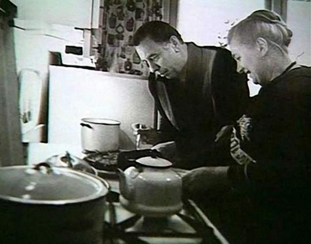 Анатолий Папанов с супругой.