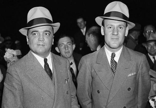 Многие полагали, что у Гувера был роман с давним другом и собственным заместителем Клайдом Толсоном, который также был неженатым. Они вместе работали, обедали, посещали ночные клубы и ездили в отпуск.