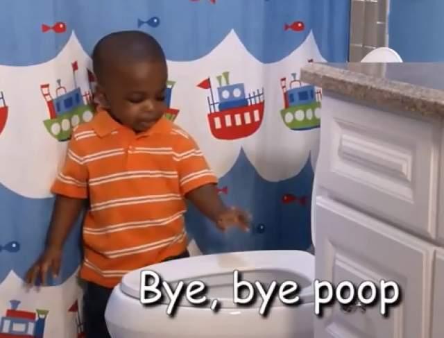 На видео несколько детей поют песню Poop Song, сидя на унитазе, после чего встают и говорят какашке «Пока».