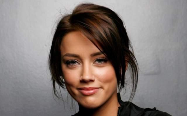 """Эмбер Херд. Актриса предстала в образе брюнетки в 2008 году в кинокартине """"Семейка Джонсов""""."""