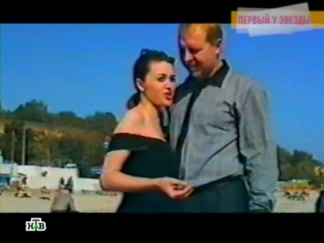 Анастасия Заворотнюк и Олаф Шварцкопф. В начале 90-х начинающая актриса так очаровала немецкого предпринимателя, что тот сделал ей предложение, спустя три дня знакомства.