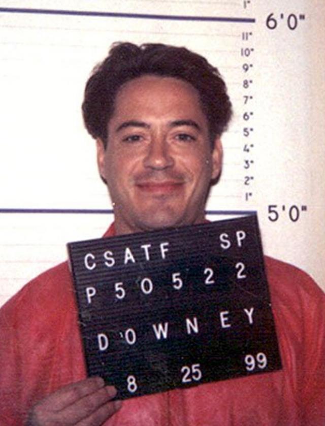 Роберт Дайни-младший. В 1996 году актеру дали три года условно и принудительному лечению от наркозависимости, но через год он не явился на один из обязательных тестов на выявление наркотиков в организме, за что провел в тюрьме полгода. В 1999 году актер вновь получил срок, отсидев год из трех.