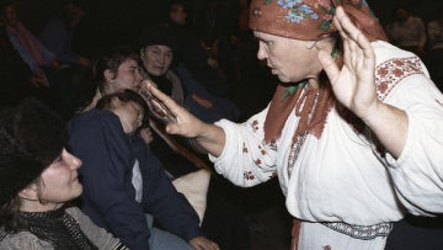 Мария-Стефания в 90-е лечила прикосновениями рук и травяными отварами. Говорили, будто женщина исцеляет от всех болезней, в том числе от рака.