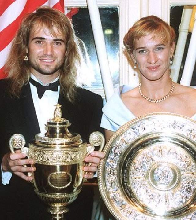 Андре Агасси (48) и Штеффи Граф (49). Звезды мирового тенниса познакомились еще в 1999 году, когда происходило чествование победителей Открытого чемпионата Франции. Тогда они были просто друзьями.