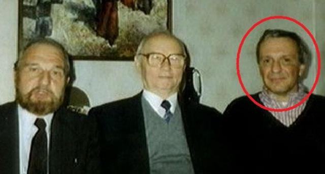 Мужчина скончался 12 июля 2002 года на своей российской даче при загадочных обстоятельствах: он упал в собственном доме, в результате чего сломал шею.