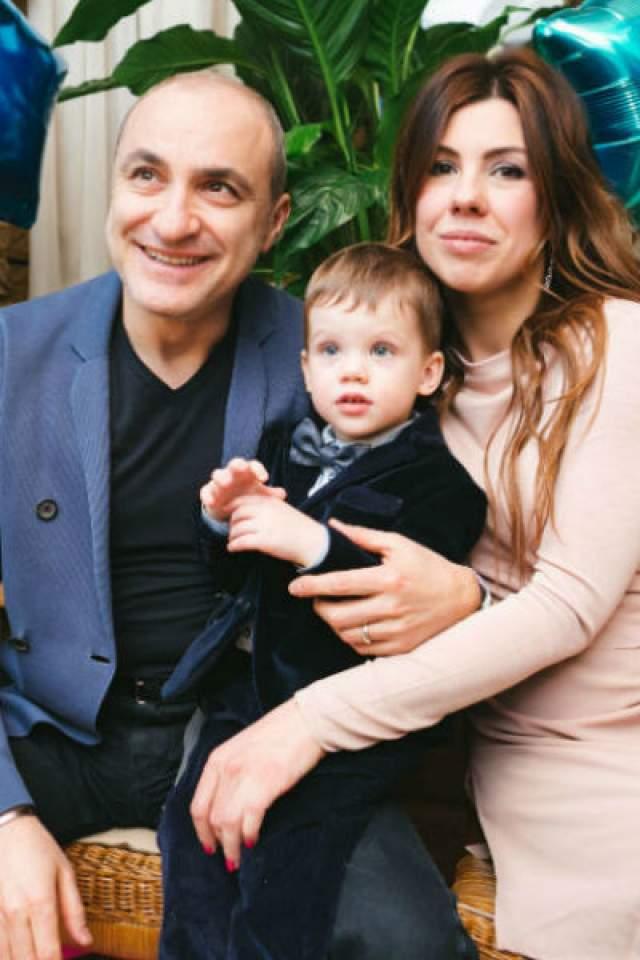 Продюсер Михаил Турецкий - отец четырех дочек. Немудрено, что четыре года назад он был очень счастлив, когда на свет появился его внук Иван.