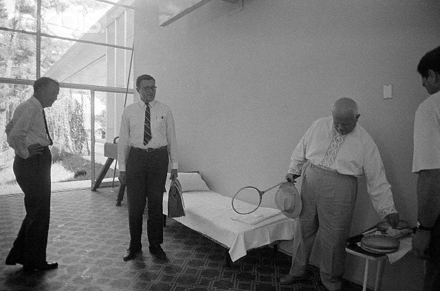 Именно Пицунда в 1964 году стала для Хрущева своеобразным капканом, ведь именно когда он отдыхал там в октябре, его сняли с должности.