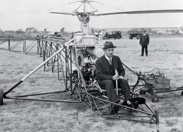 """До 1939 года авиаконструктор создал более 15 типов самолетов, в том числе """"Американский клипер"""", а также ряд моделей вертолетов, в том числе VS-300 с одним несущим винтом и небольшим хвостовым. Именно по принципу последнего сейчас строится 90% вертолетов в мире."""