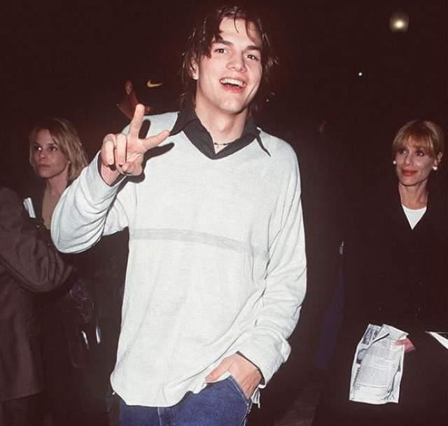 """Эштон Кутчер на премьере фильма """"Скоро"""" 1999 года. Именно этот фильм стал кинодебютом парня, до этого работавшего в модельном бизнесе."""