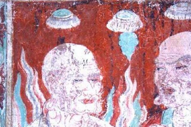 На тибетских фресках изображение объектов, напоминающих летающие тарелки и вовсе явление почти повсеместное.