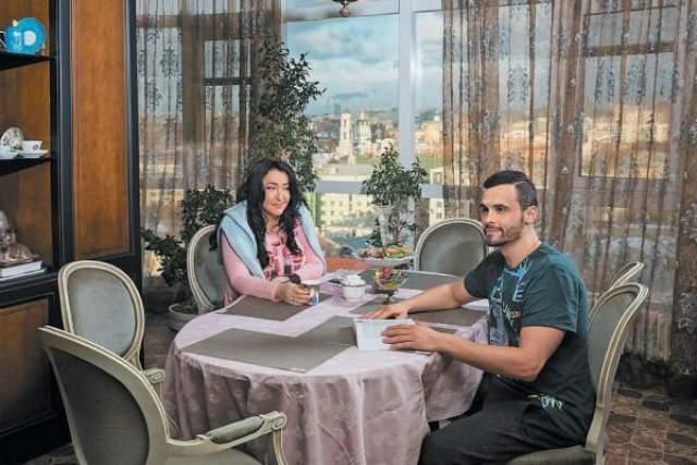 """Тогда он только переехал из Беларуси в Москву. На родине у него осталась взрослая дочь (сейчас Анастасии 24 года). В первый раз он женился в 18 лет, - что называется, """"по залету"""", так что спортсмен решил не допускать прежних ошибок."""