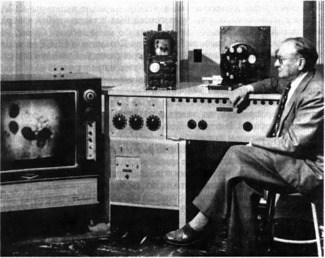 Зворыкин разработал высоковакуумную телевизионную приемную трубку - кинескоп, к 1931 году завершил создание конструкции передающей трубки - иконоскопа. В 1940-е годы он разбил световой луч на синий, красный и зеленый цвета и таким образом получил цветное телевидение.