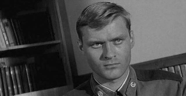 Борис Щербаков. В 1968 году Борис узнал, что в Москве будет набирать курс в Школу-студию МХАТ его любимый педагог, а через четыре года окончил ее и в том же году стал актером МХАТа.