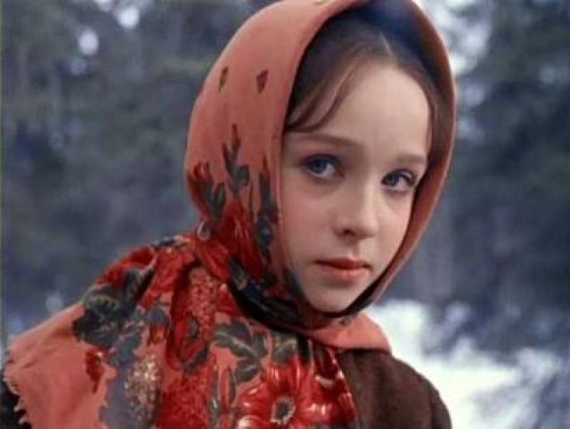 """На талантливого и обаятельного ребенка обратили внимание режиссеры, так, Александр Роу увидел ее номер """"Умирающий лебедь"""" по телевизору и пригласил 15-летнюю девочку на роль Настеньки в """"Морозко""""."""