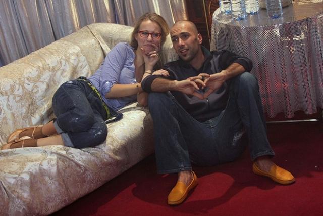 Роман был бурным, но недолгим, хотя Евгений даже успел перебраться домой к Ксении. В августе 2010 года пара объявила о расставании, Ксения и Евгений остались друзьями.