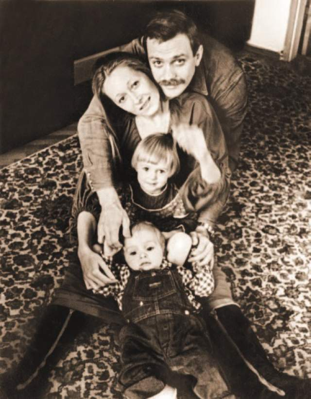 Никита и Татьяна Михалковы с детьми – Аней и Тёмой.