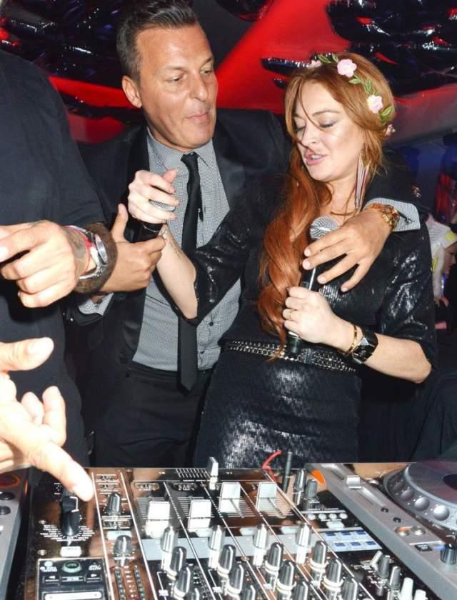 В VIP комнате после 67-го Каннского кинофестиваля компанию Лохан составлял певец Жан-Рох Педри.
