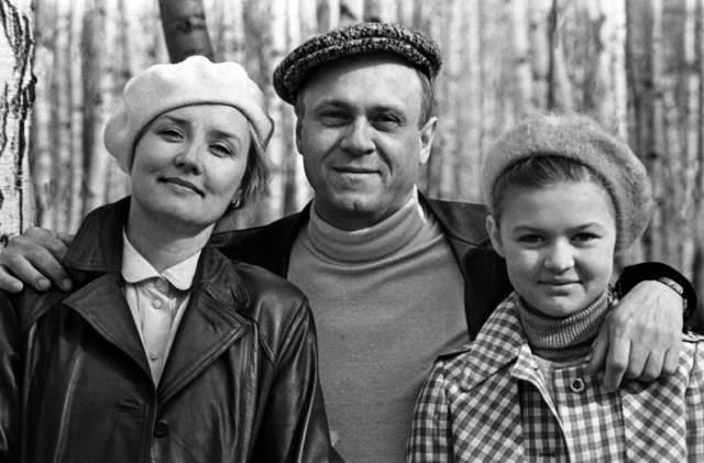 Вера Алентова с мужем, режиссером Владимиром Меньшовым , и дочерью Юлей