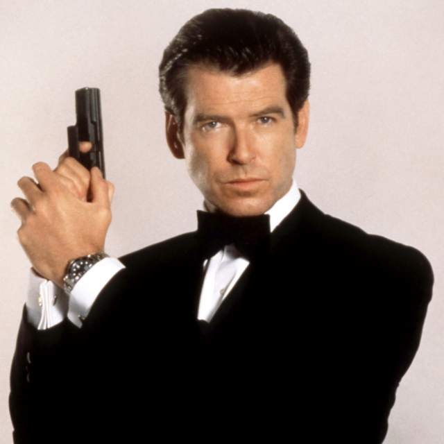Пирс Броснан. Агент-007 и английский джентльмен после появления на экранах завоевал любовь миллионов зрительниц, которые до сих пор в восторге от него.