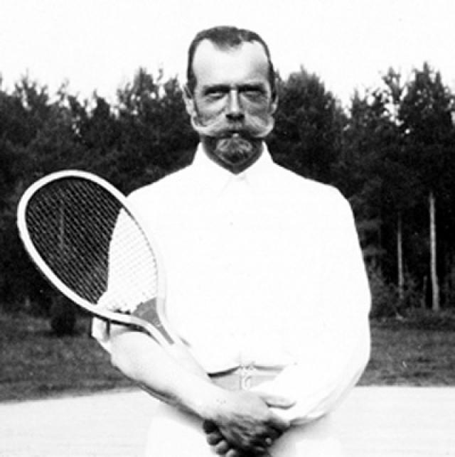 Зимой русский император увлеченно играл в русский хоккей и бегал на коньках. Помимо этого он отлично плавал, был заядлым бильярдистом и играл в теннис.