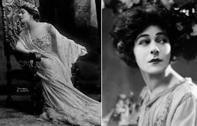 В 1905 году Назимова прилетает в Нью-Йорк с целью основать русский театр, но у них ничего не получилсь. Зато сама Назимова, играя в бродвейских постановках, быстро становится сверхпопулярна как театральная актриса. Она также режиссирует и продюсирует несколько картин, которые, однако, имеют куда меньший успех.