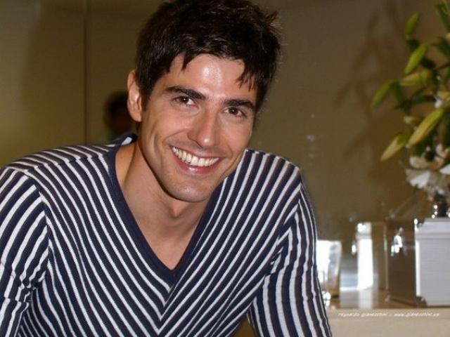 """Рейналдо Джанеккини. Актер сыграл свою первую роль в 2000 году в бразильском сериале """"Семейные узы"""", причем сразу же главную роль, героя по имени Эду."""