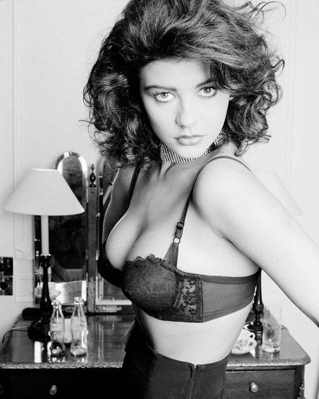 Кэтрин Зета-Джонс. Молодая британская актриса считала, что ей просто необходимо сделать ринопластику, но на услуги пластического хирурга тогда не зарабатывала.