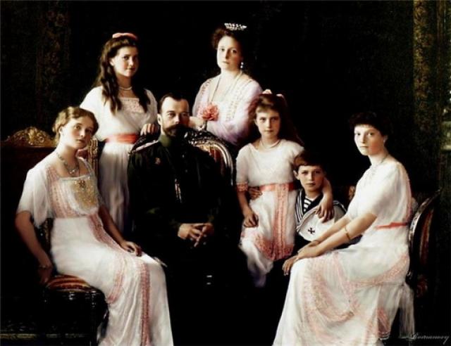 Позже допрошенные следователем Соколовым свидетели показали, что из царских дочерей дольше всех сопротивлялась смерти Анастасия: раненую девушку добили штыками и прикладами.