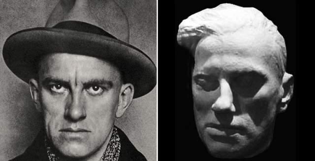 """А Владимир Маяковский даже упоминал Меркулова в стихах и просил его: """"Если я умру раньше, обещай снять с меня такую маску, какой ты еще никогда ни с кого не снимал"""". Слепок лица застрелившегося в 1930 году поэта он создал на следующий день после трагедии."""