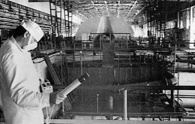 При этом близлежащие зоны были смертельно опасны, люди впитывали в себя огромные дозы радиоактивного облучения, сами того не ведая.