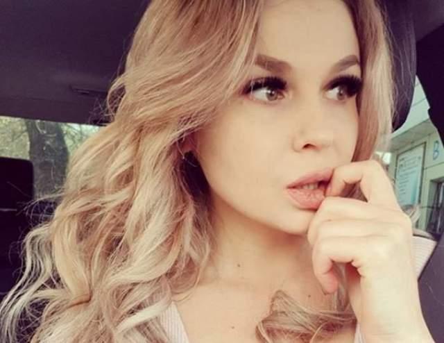 """Кроме этого,модель Ольга Семенова заявила об угрозах со стороны Аршавиной после обнародования видео, где девушка сидит в компании футболиста. Жена Аршавина обещала ей """"отрезать пальцы, подложить наркотики и посадить""""."""