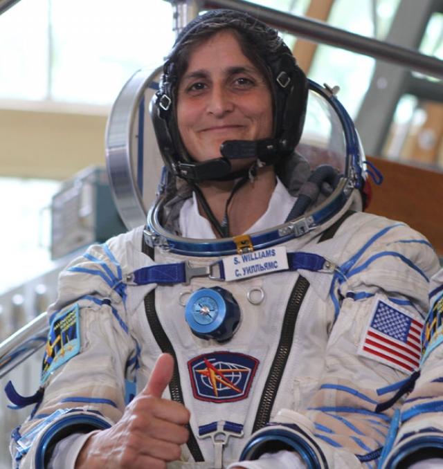 Сунита Уильямс - астронавтка NASA, стала рекордсменкой мира среди женщин по продожительности работы в открытом космосе. Американка отработала на МКС более полугода (9 ноября 2007 г) вместе с двумя экипажами и совершила четыре выхода в открытый космос.
