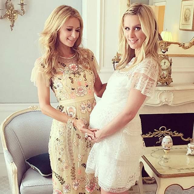 Ее младшая сестра Ники — леди более примерная: летом 2015 года она вышла замуж за Джеймса Ротшильда, потомка легендарных банкиров, с которым встречалась до свадьбы целых четыре года. В 2016 году знаменитость родила дочь, в 2017-м - сына.