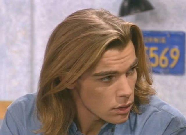 """Патрик Пьюдеба. Николя из сериала """"Элен и ребята"""" - еще один секс-символ 90-х. Эта роль была для актера дебютом в кино, но сразу же принесла ошеломляющий успех."""